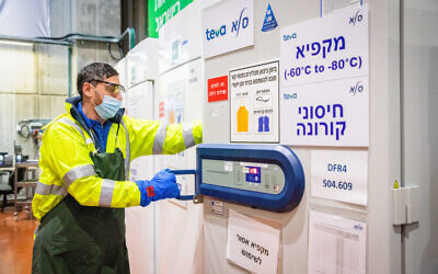 A worker at an israeli logistics center where coronavirus vaccines are stored and distributed, on January 7, 2021. (Yossi Aloni/Flash90)