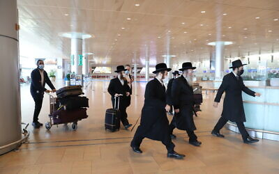 Ultra-Orthodox Israelis at Ben Gurion Airport near Tel Aviv, on January 25, 2021. (Yossi Aloni/Flash90)