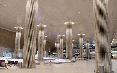 The empty arrival hall at the Ben Gurion International Airport near Tel Aviv on February 3, 2021 (Tomer Neuberg/Flash90)