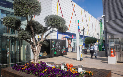 The BIG shopping center in Ashdod, on February 7, 2021. (Yossi Aloni/Flash90)