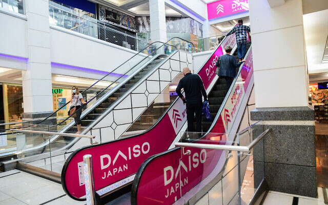 People shop at a mall in the city of Bat Yam which was partially opened against government regulations, on February 11, 2021 (Avshalom Sassoni/Flash90)