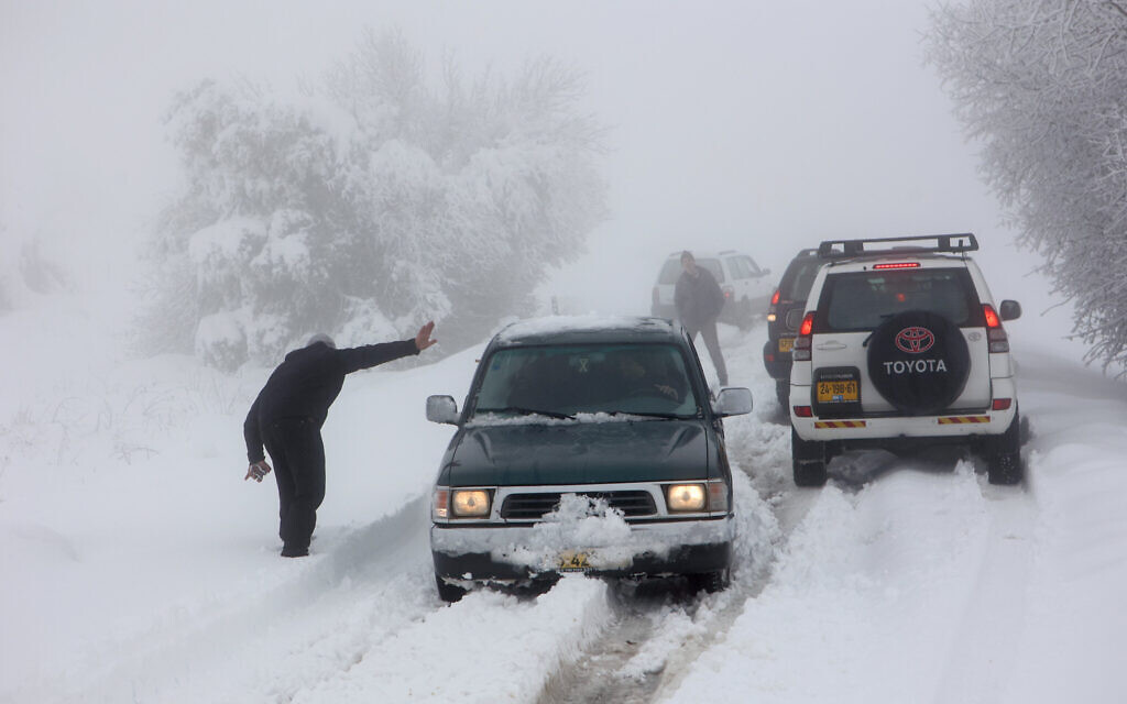 Heavy snow in the Northern Golan Heights, on February 18, 2021 (Maor Kinsbursky/Flash90)