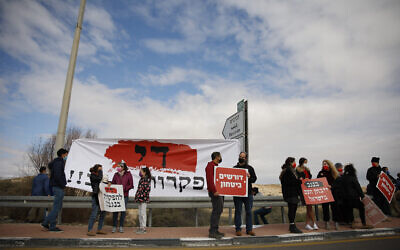 Residents from southern Israel protest against the increasing number of violent incidents in the Negev Region, in Mash'abim Junction, southern Israel, on February 19, 2021. (Flash90)