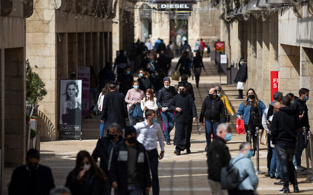 People shop at Alrov Mamilla Avenue in Jerusalem on February 21, 2021, after it reopened. (Yonatan Sindel/Flash90)