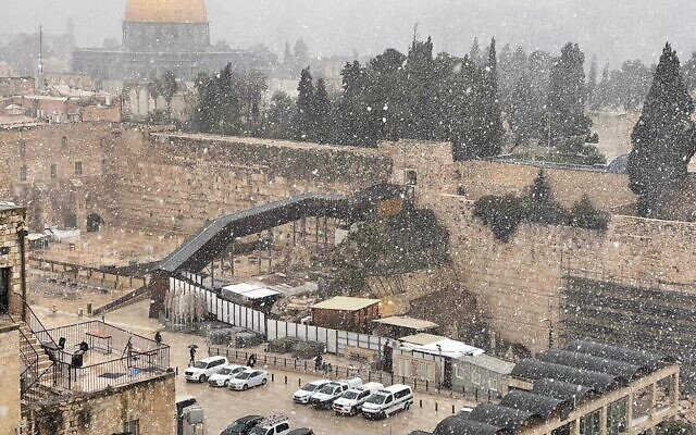 Snow falls in Jerusalem on February 17, 2021 (Courtesy of Joshua Trauring)