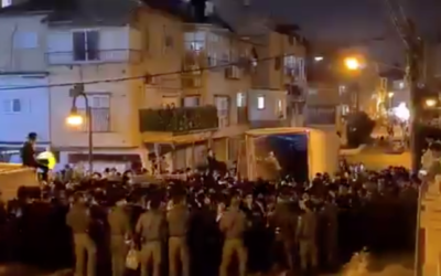 Hundreds pack a street in Bnei Brak for the funeral of Rabbi Chaim Meir Wosner on February 7, 2021. (Screen capture/ Twitter)