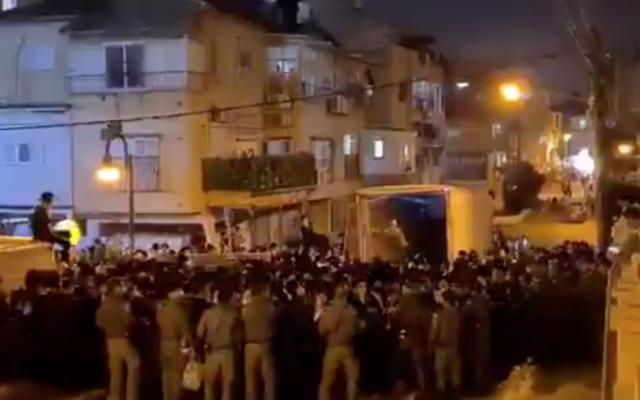 Hundreds pack a street in Bnei Brak for the funeral of Rabbi Chaim Meir Wosner on February 7, 2021. (Screen capture/ Twitter)