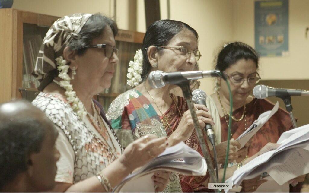 Bene Israel women perform kirtans at AJDC program in Mumbai, 2016 (Surabhi Sharma)