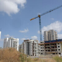 A construction site for new residential housing in Be'er Yaakov, central Israel, on March 26, 2020. (Flash90)