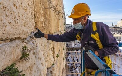 Conservation work carried out at the Western Wall, Jerusalem (Yaniv Berman/Israel Antiquities Authority)
