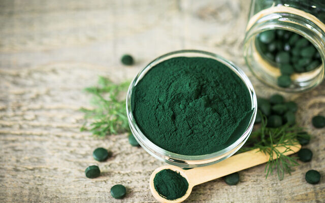 Spirulina tablets and powder (Alexlky via iStock via Getty Images)