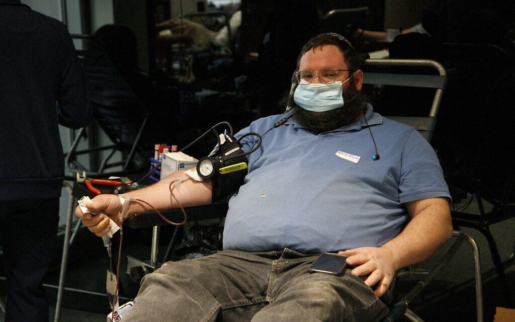 A man donates plasma at the Covid Plasma Initiative's plasma drive at the Jewish Children's Museum, Brooklyn, New York, January 27, 2021. (Courtesy/Anash.org)