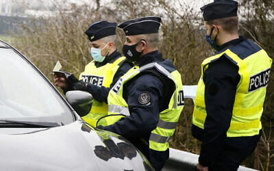 French police officers check cars at the French Belgium border in Neuville en Ferrain, northern France, February 1, 2021. (AP/Michel Spingler)