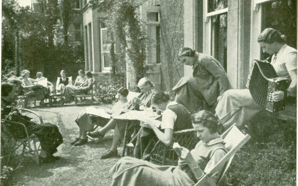 Photo of students at Augusta Victoria College, Bexhill-on-Sea, included in c. 1935 prospectus. (Bexhill Museum)