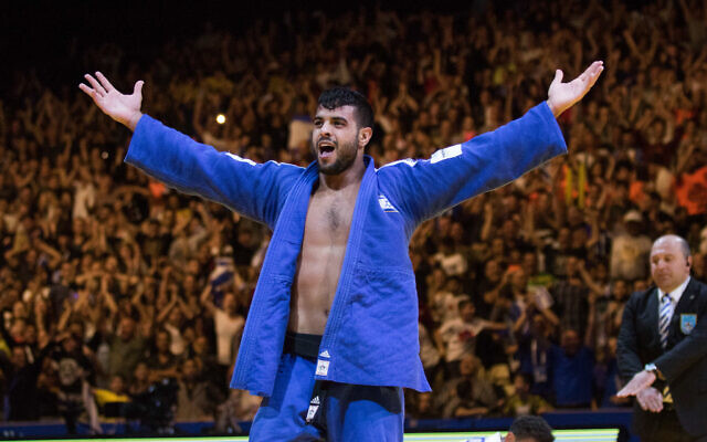 Israel's Sagi Muki raises his hands as he celebrates after winning in the men's under 81 kg weight category during the European Judo Championship in Tel Aviv, on April 27, 2018. (Roy Alima/Flash90)
