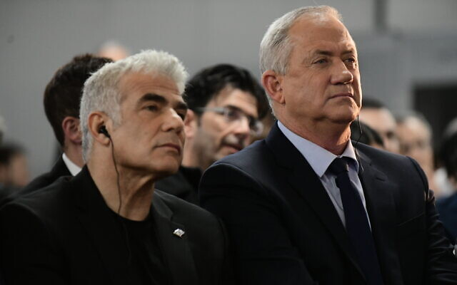 Head of the Blue and White party Benny Gantz, right, and Yesh Atid leader Yair Lapid speak to supporters in Tel Aviv, on February 20, 2020. (Tomer Neuberg/FLASH90)