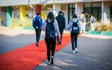 File: Students arrive at school in Ashdod, November 29, 2020 (Flash90)