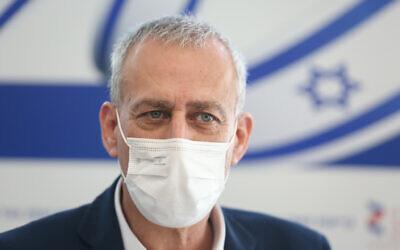 Coronavirus czar Nachman Ash visits the coronavirus department at Ziv hospital in Safed, in northern Israel, December 24, 2020. (David Cohen/Flash90)