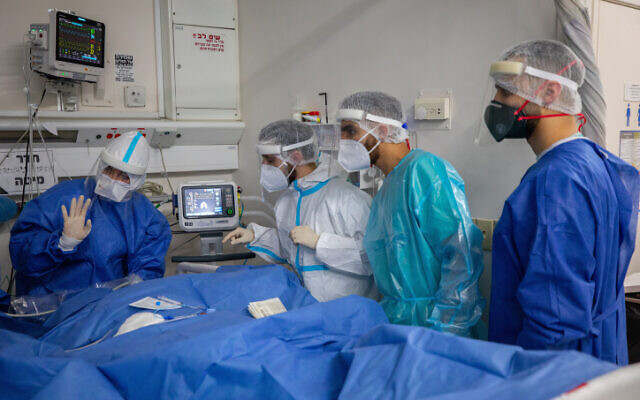 Hadassah Ein Kerem Hospital team members wearing safety gear as they work in the a coronavirus ward, on February 01, 2021. (Olivier Fitoussi/Flash90)