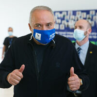Yisrael Beytenu Chairman MK Avigdor Lieberman visits at the Assuta hospital in Ashdod on February 23, 2021 (Flash90)
