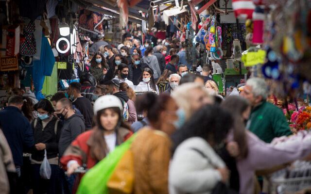 Israelis shop at the Carmel Market in Tel Aviv, on March 1, 2021. (Miriam Alster/Flash90)