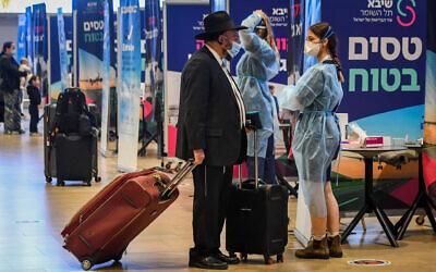 Medical technicians test passengers for the coronavirus at Ben Gurion International Airport, on March 8, 2021. (Avshalom Sassoni/Flash90)
