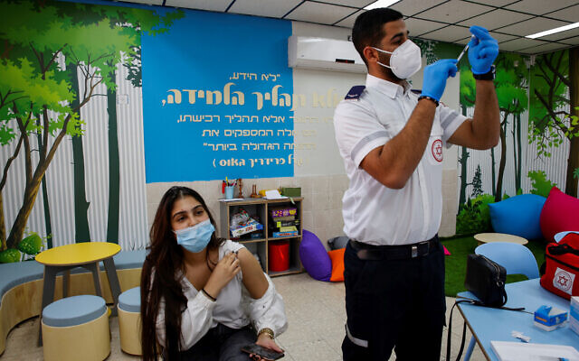 An Israeli student receives a COVID-19 vaccine injection at a high school in the southern Israeli city of Beersheba, March 17, 2021. (Flash90)