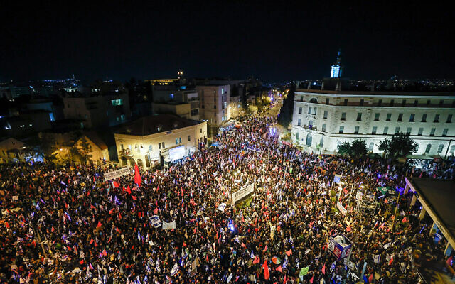 Protesters against Prime Minister Benjamin Netanyahu, near the his official residence in Jerusalem on March 20, 2021, a few days before the Israeli general elections. (Yonatan Sindel/Flash90/Flash90)