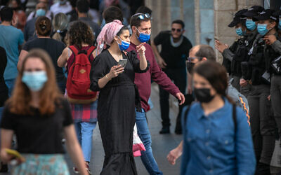 Israelis walk in Jerusalem on March 21, 2021. (Olivier Fitoussi/Flash90)