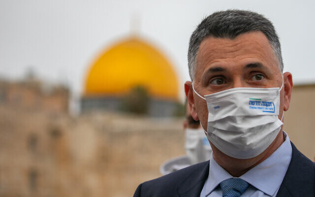 New Hope party leader Gideon Sa'ar at the Western Wall in Jerusalem's Old City on March 22, 2021, a day before Knesset elections. (Olivier Fitoussi/ Flash90)