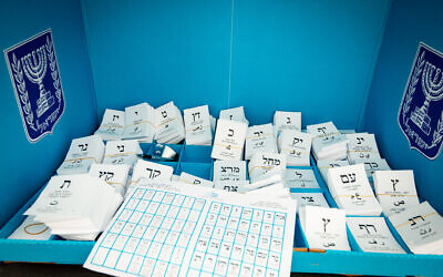 A ballot station in the Knesset elections, March 23, 2021. (Avi Roccah/Flash90)