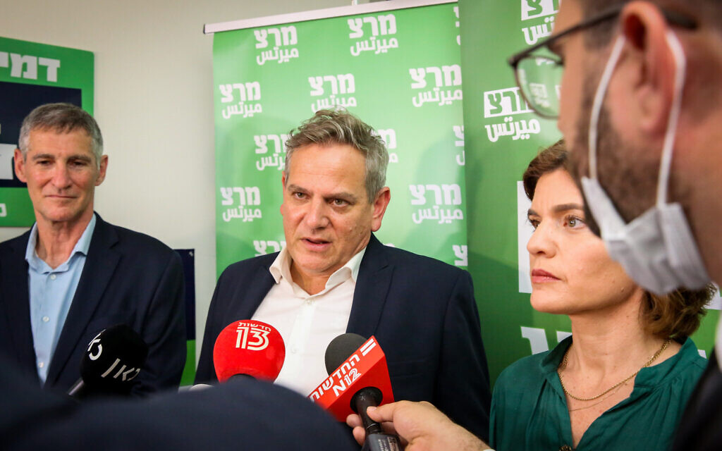 Meretz head Nitzan Horowitz, center, at a press conference in Tel Aviv on March 23, 2021. (Flash90)