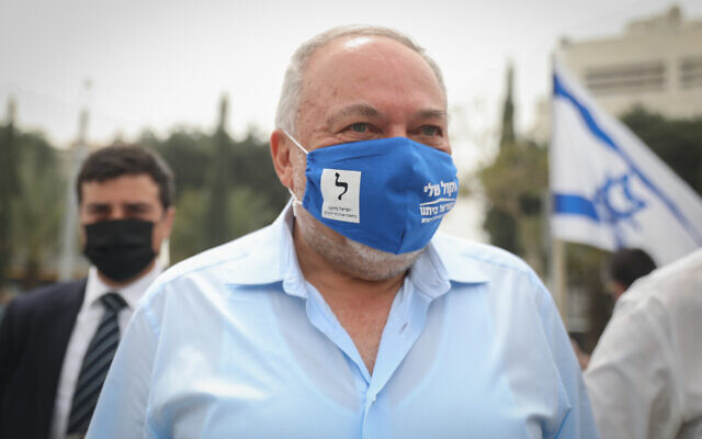 Yisrael Beytenu chief Avigdor Liberman speaks to Israelis around Dizengoff Square in Tel Aviv on March 23, 2021. (Noam Revkin Fenton/Flash90)