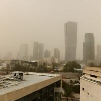 View of Tel Aviv on a foggy day, March 24, 2021. (Tomer Neuberg/Flash90)