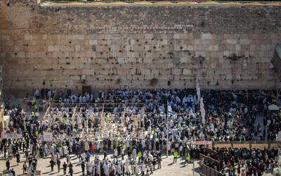 Jewish worshippers in front of the Western Wall during the Passover priestly blessing, March 29, 2021 (Olivier Fitoussi/Flash90)