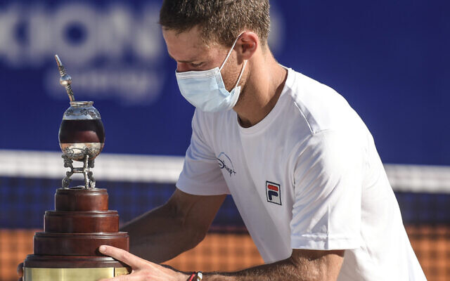 Diego Schwartzman of Argentina holds the champions trophy after winning the Men's Singles Final match against Francisco Cerundolo in the Argentina Open 2021, at Buenos Aires Lawn Tennis Club on March 7, 2021. (Marcelo Endelli/ Getty Images)