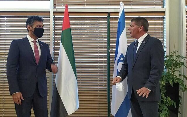 Foreign Minister Gabi Ashkenazi (R) meets with Emirati Ambassador to Israel Mohammad Mahmoud Al Khajah on March 1, 2021 (Foreign Ministry)