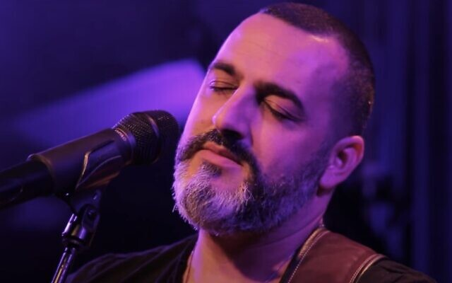 Screencapture from video of Israeli singer Kobi Aflalo. (YouTube)