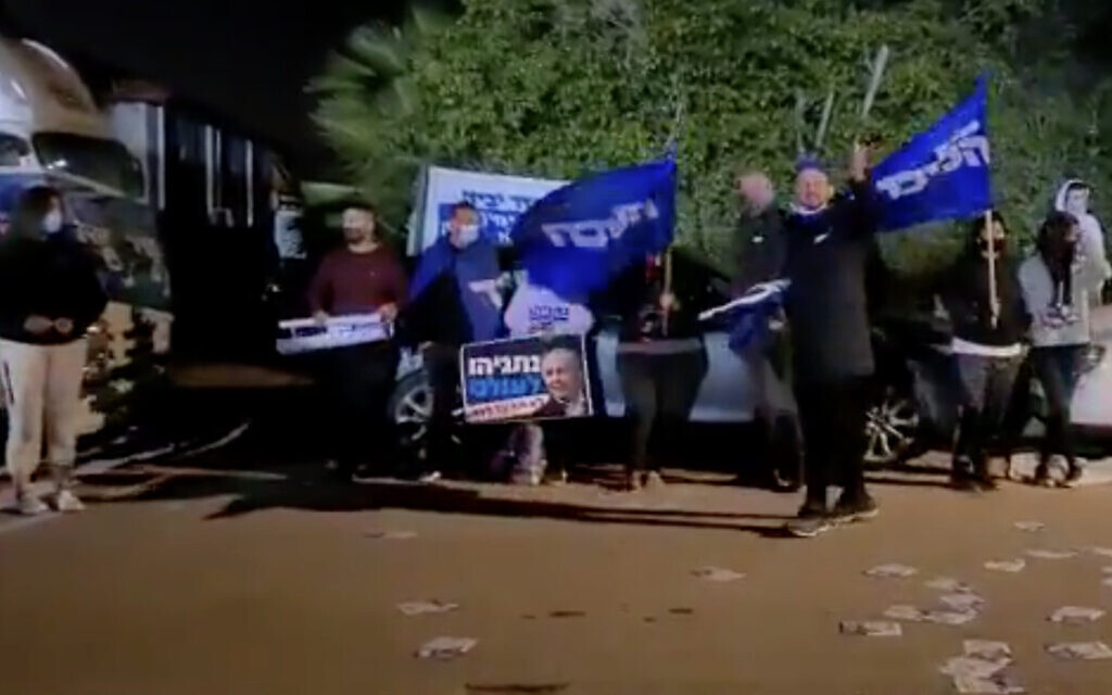 Likud activists protest outside a New Hope campaign event in the Gezer Regional Council on March 13, 2021. (Screen capture: Twitter)