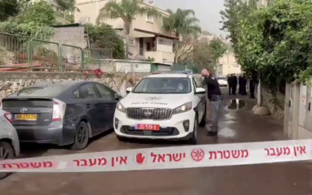 Police and medics on the scene of a suspected murder in the city of Nesher (Screen capture: Channel 12 news)