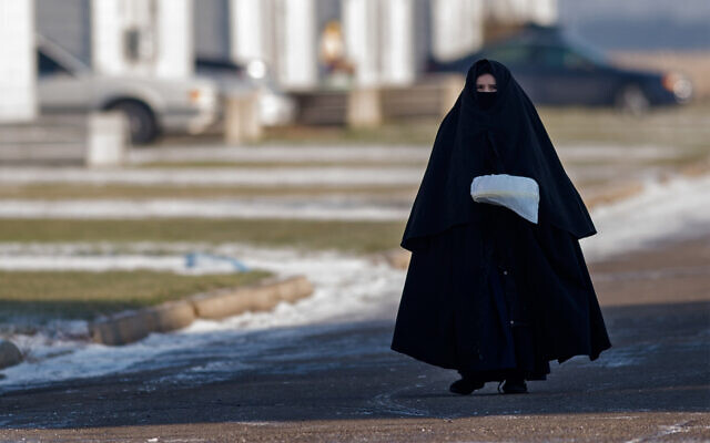 Illustrative: A young woman and member of the Lev Tahor community in the Canadian city of Chatham, Ontario, November 29, 2013. (Rick Madonik/Toronto Star via Getty Images, JTA)