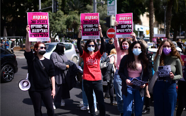 Women protest sexual assault laws during the trial of alleged rapist Yarin Sherif in Tel Aviv, March 12, 2021. (Tomer Neuberg/Flash90)