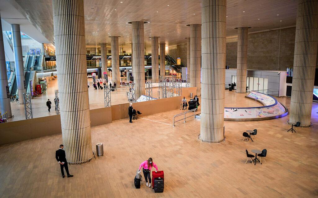 Passengers walk in the arrivals hall at the Ben Gurion International Airport near Tel Aviv on March 8, 2021. (Avshalom Sassoni/ Flash90)