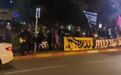 Protests against Prime Minister Benjamin Netanyahu in Herzliya on March 6, 2021 (video screenshot)