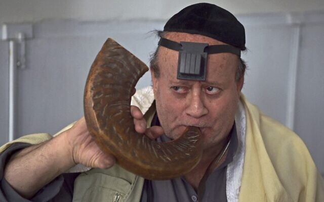 Afghan Jew Zebulon Simentov blows a shofar horn at a synagogue housed in an old building in Kabul, April 5, 2021. (WAKIL KOHSAR / AFP)