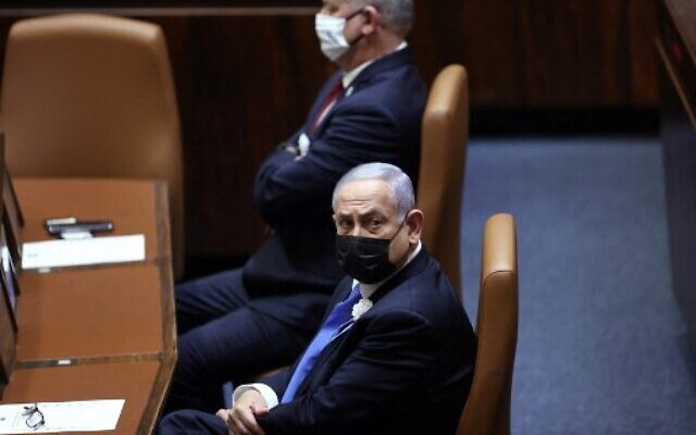 Israeli Prime Minister Benjamin Netanyahu (R) and Defense Minister Benny Gantz attend the swearing-in ceremony of Israel's Knesset (parliament) in Jerusalem, on April 6, 2021 (Alex Kolomoisky / POOL / AFP)