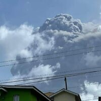 The eruption of La Soufriere Volcano from Rillan Hill in Saint Vincent. (ZEN PUNNETT / Zen Punnett / AFP)