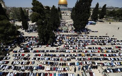 Palestinians take part in the first Friday prayers of the Muslim fasting month of Ramadan, at the Temple Mount in Jerusalem's Old City, on April 16, 2021. (Ahmad GHARABLI / AFP)