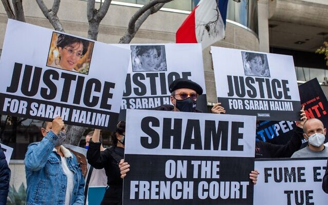 The Jewish community and the international Israel education organization StandWithUs holds a protest in front of the Consulate General of France on April 25, 2021 in Los Angeles, California to demand justice for Sarah Halimi. - Sarah Halimi a 65-year-old French Jewish woman  was killed by her neighbor in her Paris, France, apartment in April 2017. (Apu GOMES / AFP)
