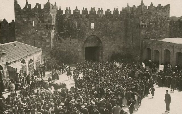 Palestinian Arabs gather at the Damascus Gate in Jerusalem, in an anti-Zionist demonstration on March 8, 1920, prior to the Nabi Musa holiday on which violent rioting took place. (Public domain)